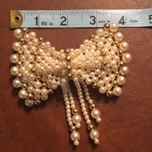 Pearl and gold tone hair clip EUC